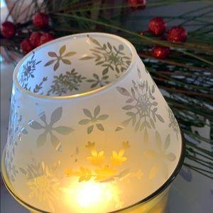 Christmas Peace Mini Barrel Jar Shade Partylite